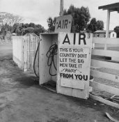 Dorothea Lange - Gas Station, Kern County, California, 1938